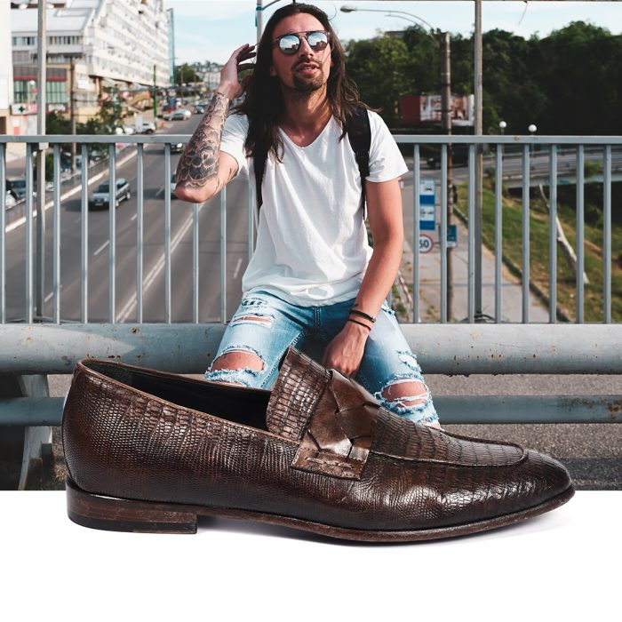 on the road vacanza in moto slip on jo ghost